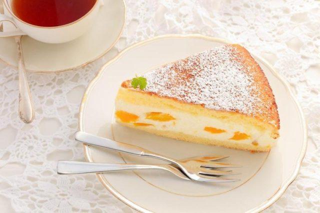 Kolač sa sirom i voćem: Neodoljiv osvežavajući desert! (RECEPT)