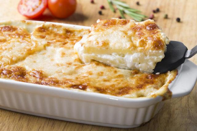 Najbolji brzi ručak: Neodoljiva musaka sa sirom! (RECEPT)