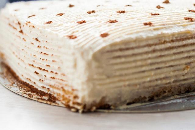 Grčka sladoled torta: Najkremastiji slatkiš sa 3 fila za vrele letnje dane! (RECEPT)