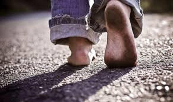 Hodajte bosi 1 sat dnevno: Poboljšava san, cirkulaciju, jača telo, smanjuje depresiju