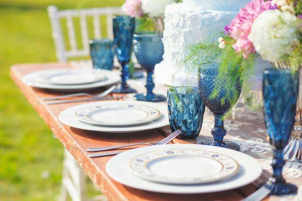 KAKO POSLUŽITI RUČAK ILI KOLAČE I KAFU U DVORIŠTU: najlepši predlozi za aranžiranje stola (FOTO)
