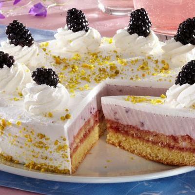 Torta sa kupinama u kremastom filu