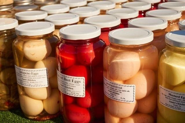 Zarazna kombinacija slatkog, slanog i kiselog: Napravite ukiseljena jaja i oborićete s nogu svoje ukućane! (RECEPT)
