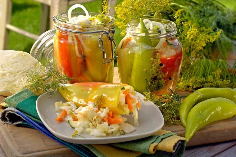 Paprika sa renom: Odličan recept za ljutu salatu za zimu!