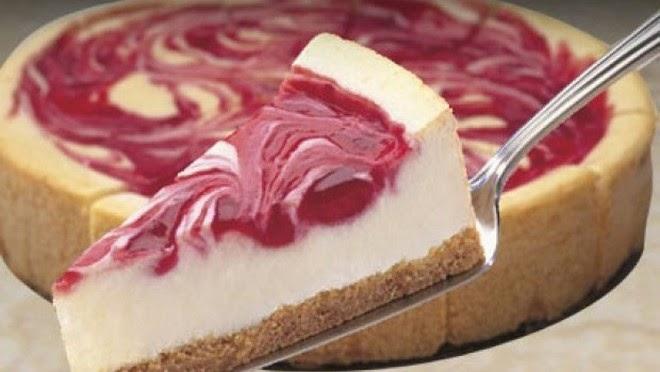 Bijela torta sa višnjama