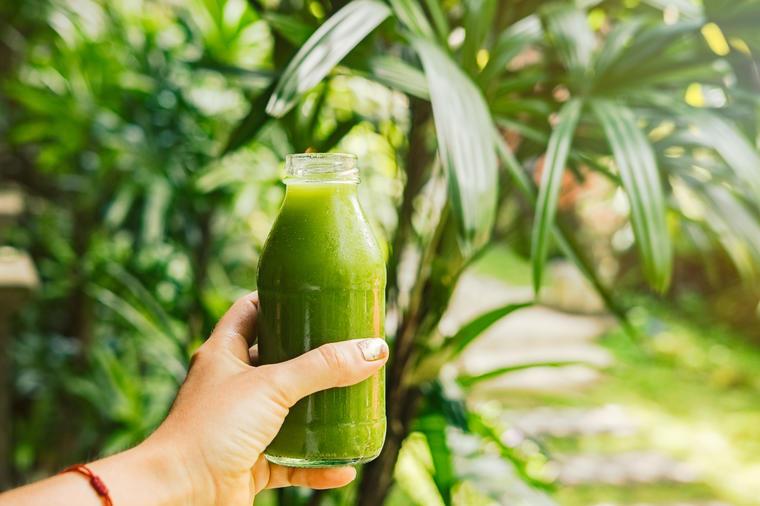 Čarobni napitak: Pogledajte šta sve ovaj sok od celera čini za vaše zdravlje i lepotu! (RECEPT)