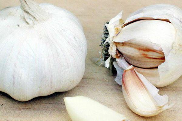 Trik od 60 sekundi za smanjivanje zadaha od češnjaka