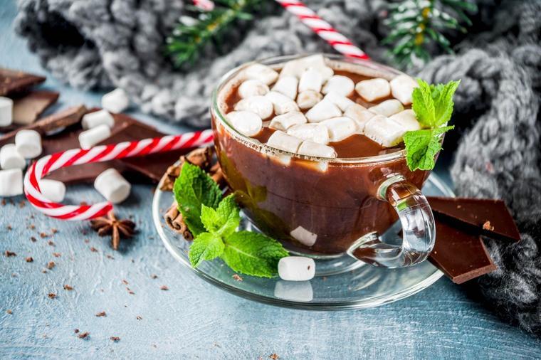 Čarobni napitak za opuštajuće trenutke: Topla čokolada sa tajnim sastojkom! (RECEPT)