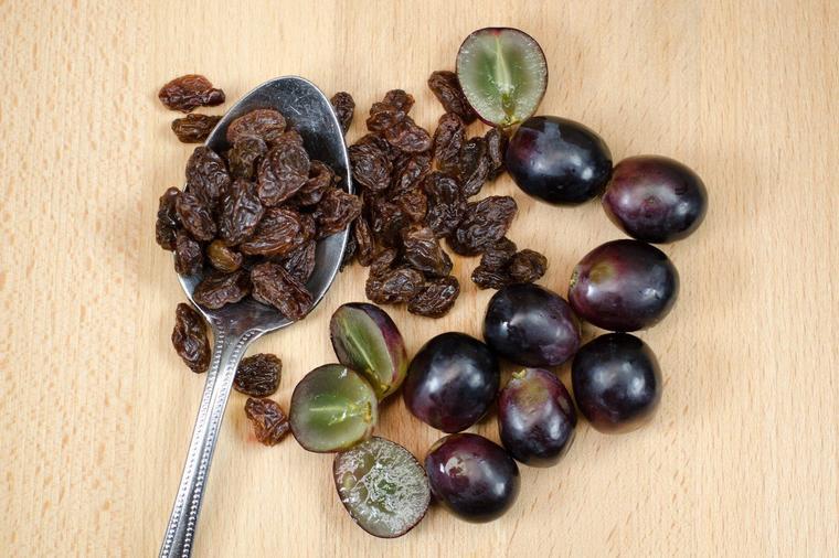 Očistite jetru grožđicama: Izbacite nečistoće iz tela za 4 dana! (RECEPT)