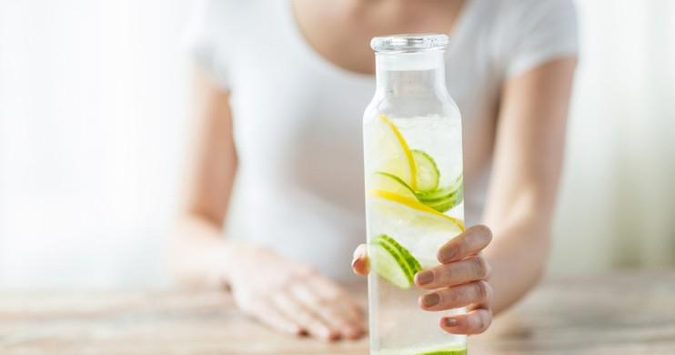 Prirodni diuretici za izbacivanje vode iz organizma .