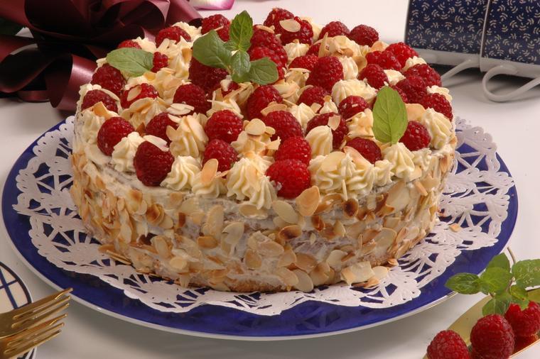 Baron torta neodoljivog ukusa: Ovoj kraljevskoj poslastici niko ne može odoleti! (RECEPT)