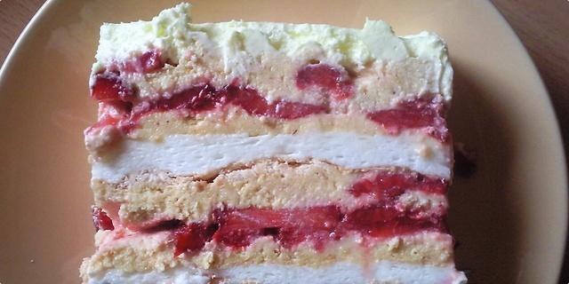 Keks torta sa jagodama i belom čokoladom