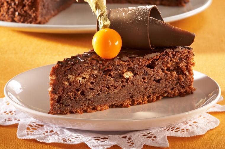 Zdrava čokoladna pita s jabukama koja čuva liniju: Ješćete je bez griže savesti! (RECEPT)