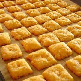 Slani krekeri sa sirom – zbog ovog recepta od samo 5 sastojaka više ih nećete trebati kupovati