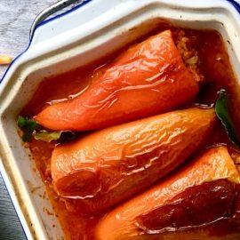Zapečene rog paprike, punjene bulgurom i gljivama – mirisi i okusi djetinjstva na veganski